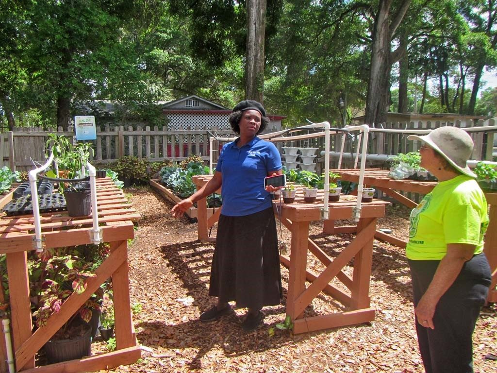 Suzette Dean (L) and Kitty Wallace (R) discuss seedling management at the H.O.P.E. Community Garden.